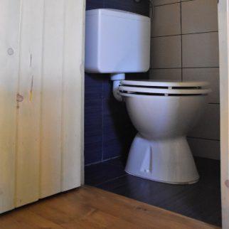 Peer toilet
