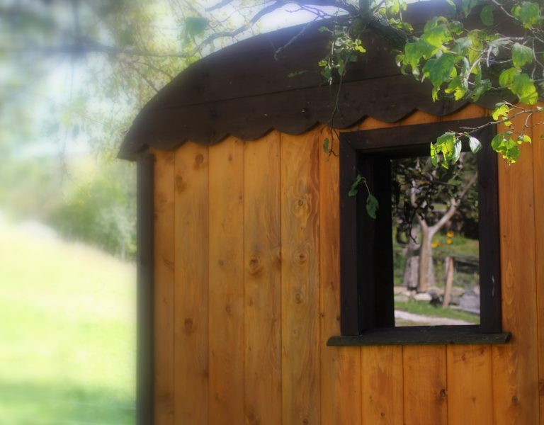 window tiny house pear dobra luka